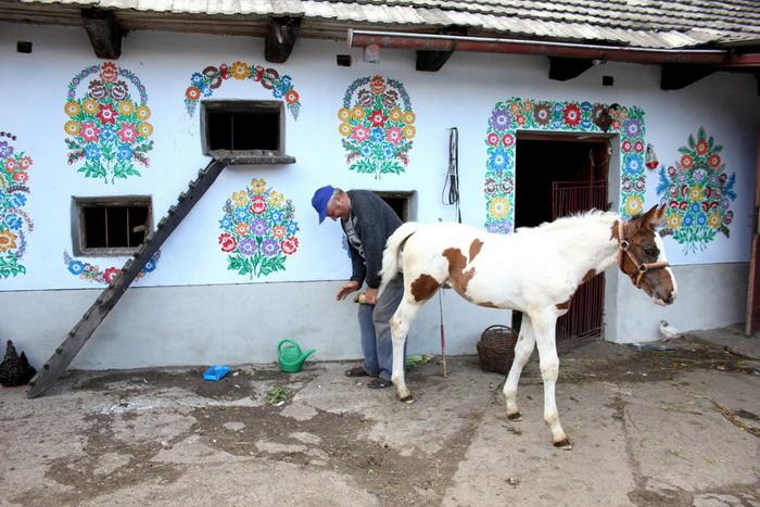 Zalipie-painted-village-5