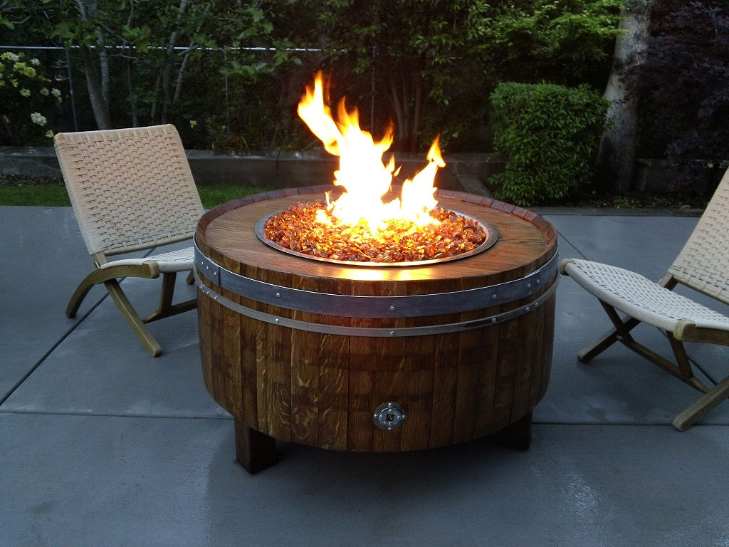 furniture-comely-outdoor-living-room-design-ideas-using-round-wine-barrel-outdoor-coffee-table-fire-pit-along-with-white-wicker-outdoor-fold-chair-fascinating-outdoor-coffee-table-fire-p