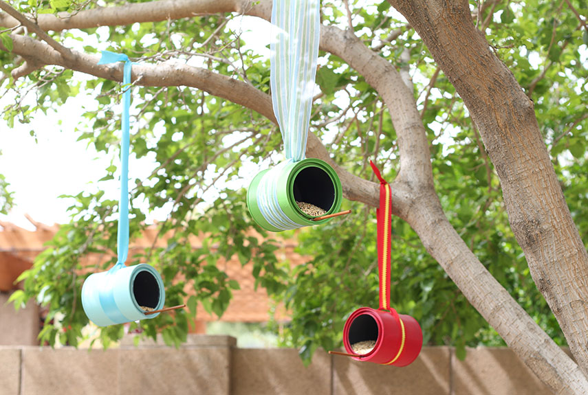 54ff15a1a78e2-1diy-bird-feeders-paint-can-feeder-xln