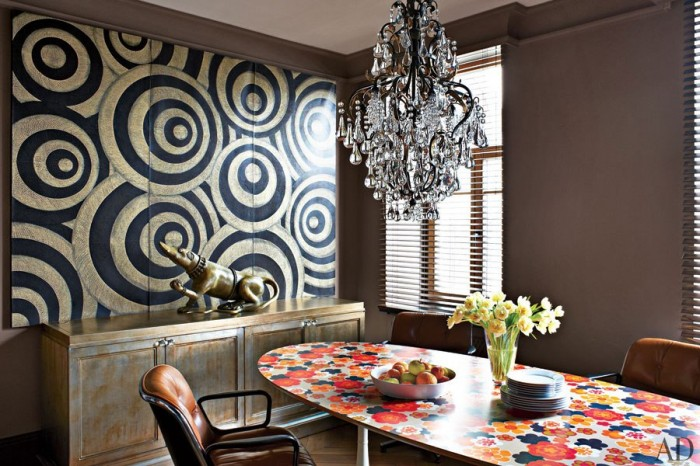 Architectural-digest-clashing-print-dining-featuring-black-and-gold-painting-700x466