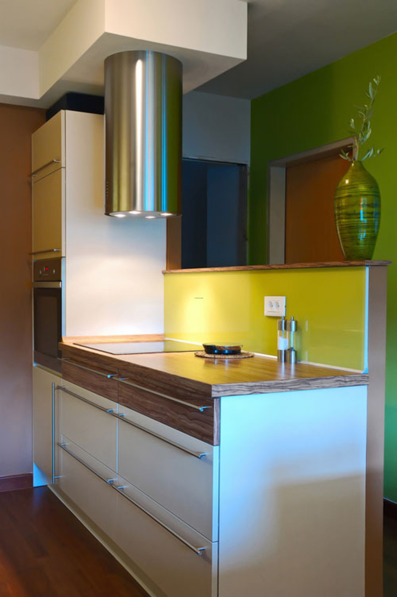 Besides the selection of the proper design of course will also give you flexibility when you want to store the goods ? small items in a storage closet, so the kitchen you will always look neat and clean.Have a look at this entertaining and colorful small kitchen design picture, and take some special ideas to convert the small kitchen space into a big hit.