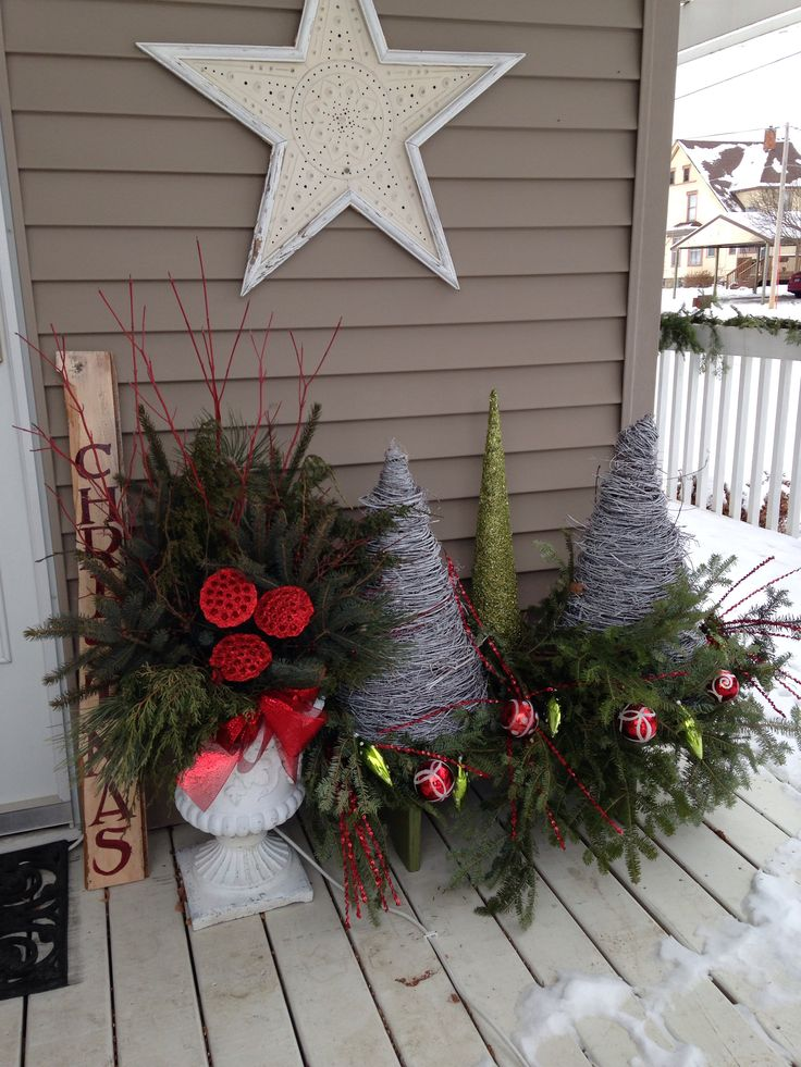 Christmas-Porch-Decorating_55