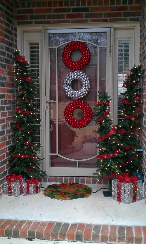 Christmas-Porch-Decorating_57