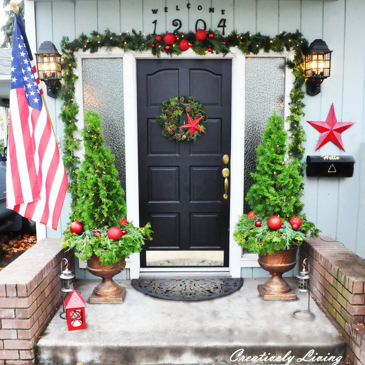 Creatively+Living+Christmas+House+Tour+-Decorating++Front+Door+for+Christmas+-35