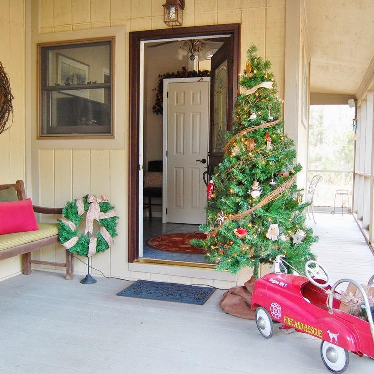 Christmas Decor at Brown Wren Acres