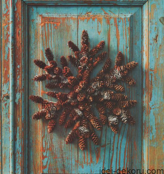 Pinecone snowflake wreath web