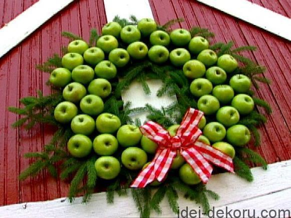 hcs-apple_wreath_beauty-jpg-rend-hgtvcom-581-436