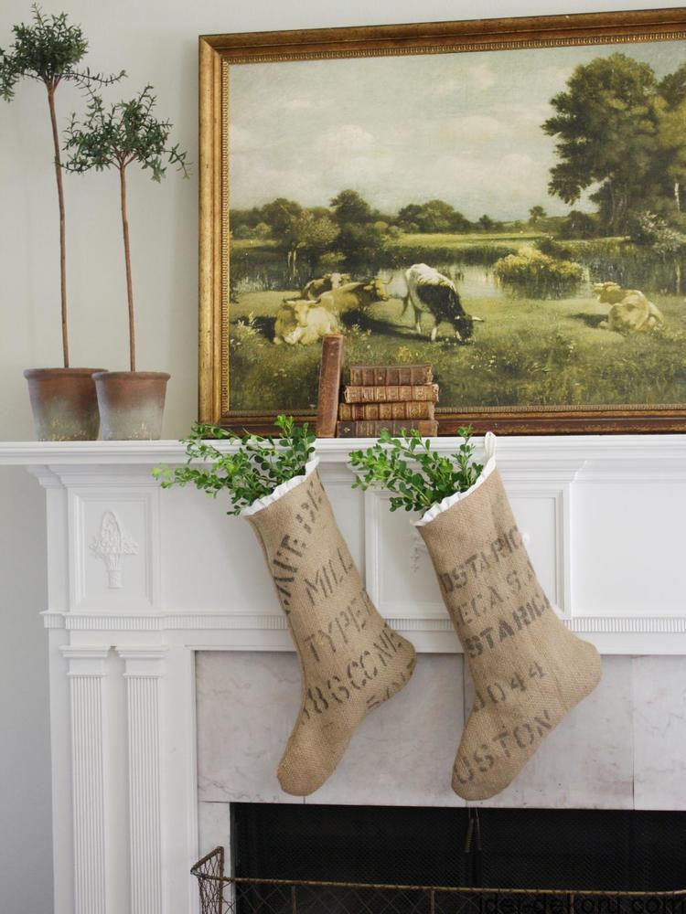 These burlap coffee sack stockings have an effortless, vintage vibe.