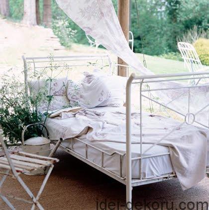 beds-in-garden-49