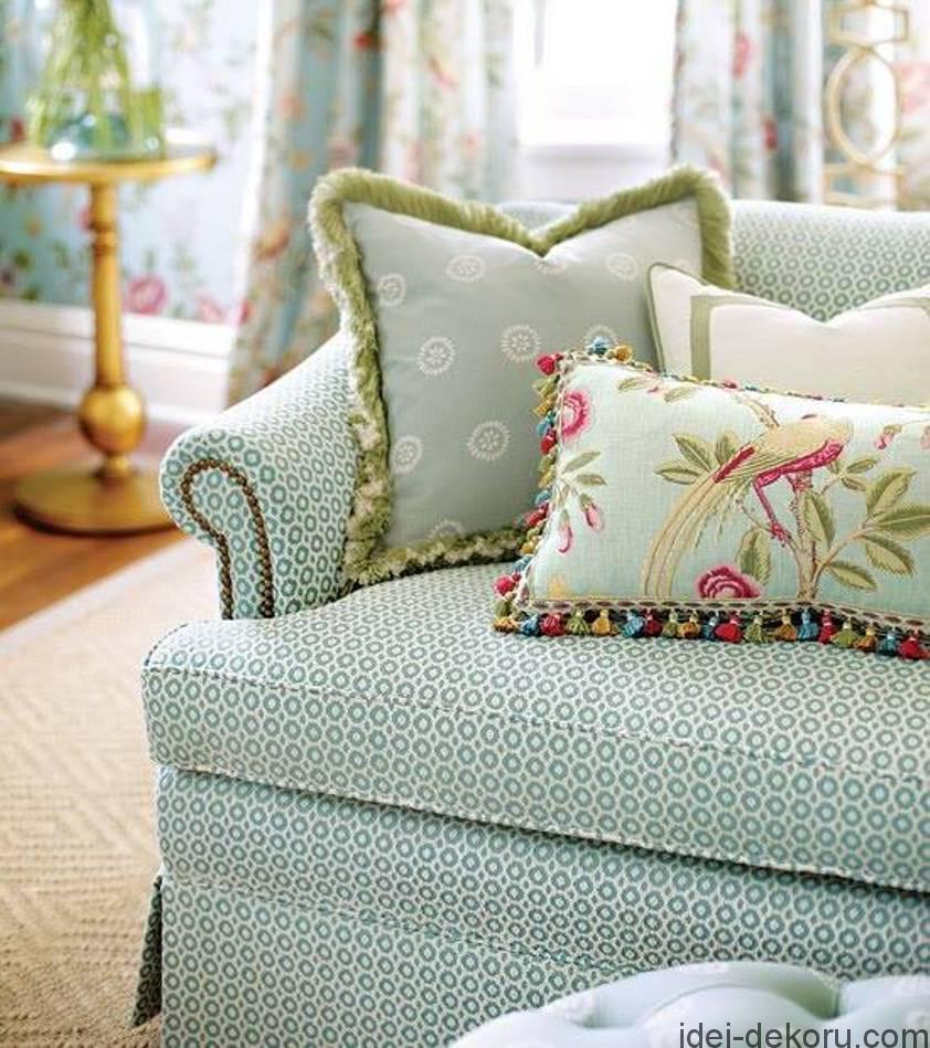 floral-sofa-cushions-in-blue-sofa