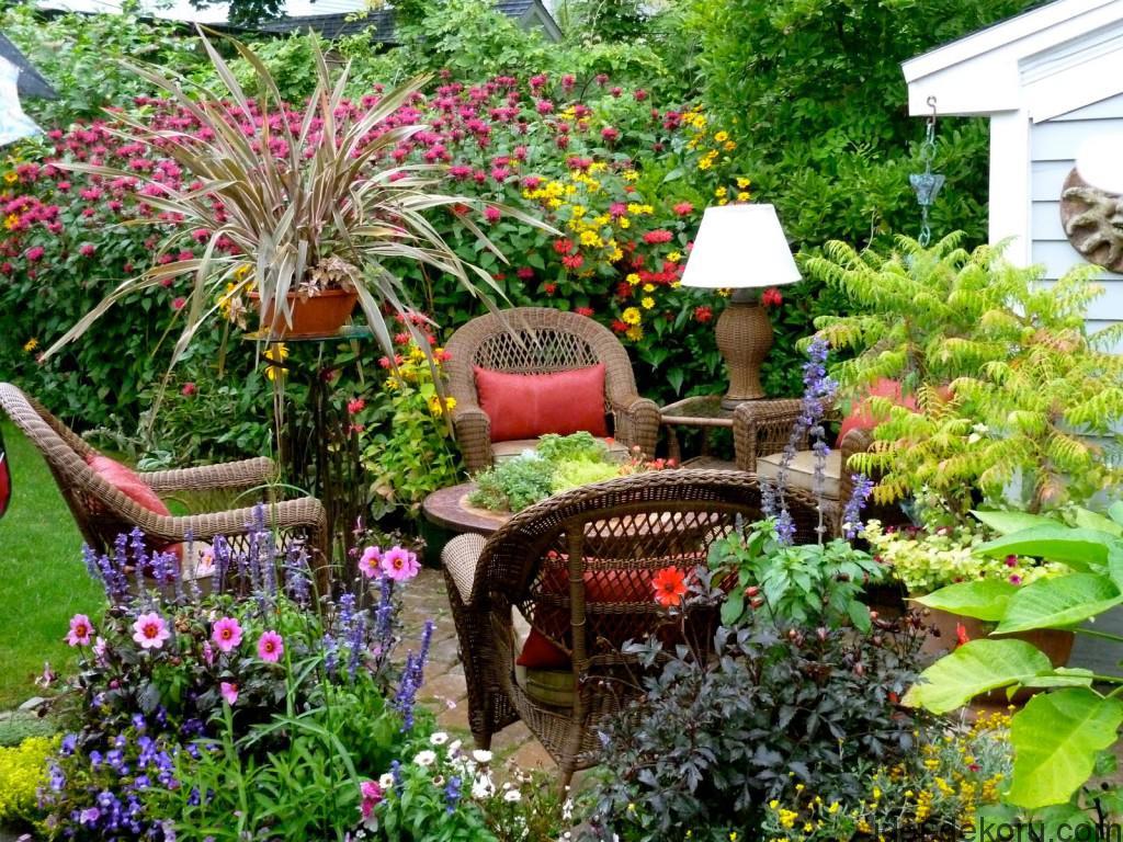 Tips-in-Creating-a-Beautiful-F-Lower-Garden-home-flower-garden-tips--1024x768