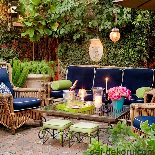 outdoor-seating-area-bhg