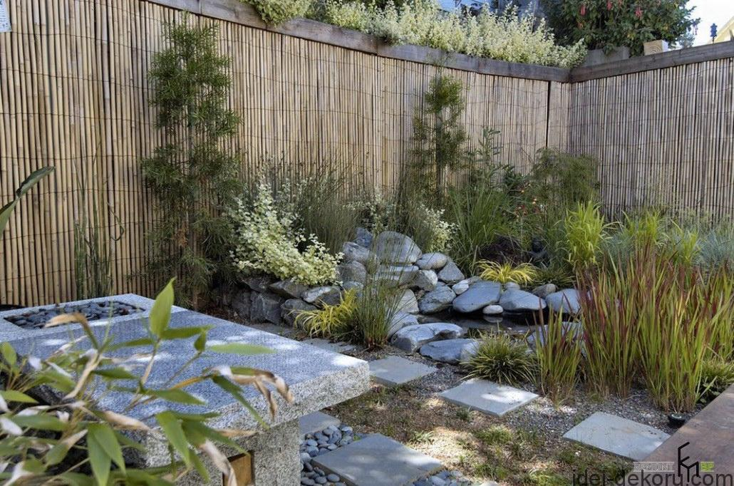 a-surprising-bamboo-fencing-with-small-fish-pond-along-with-natural-stone-and-stepping-stone-with-coral-stone-combination-and-built-in-stony-rest-stop