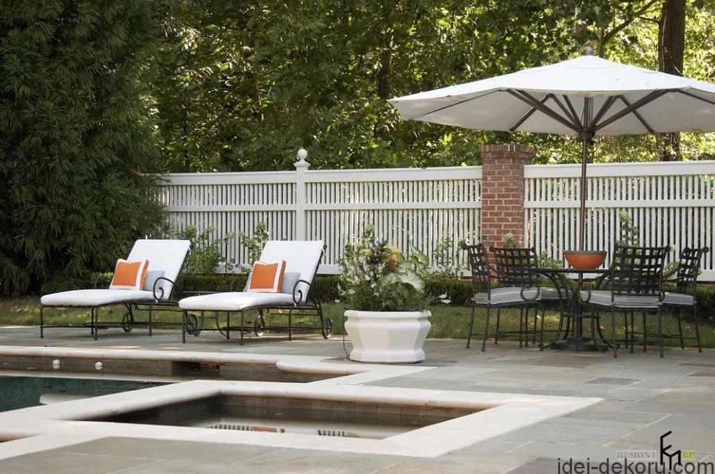 a-terrific-white-backyard-picket-fencing-with-stone-brick-combination-also-antique-iron-chairs-and-easy-chairs-for-sunbathing