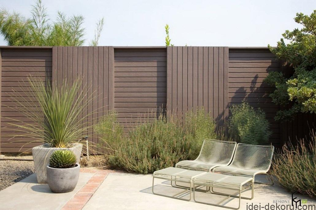 an-exciting-wooden-fencing-surrounded-by-shrubbery-for-maximum-privacy-with-simply-easychairs-for-sunbathing