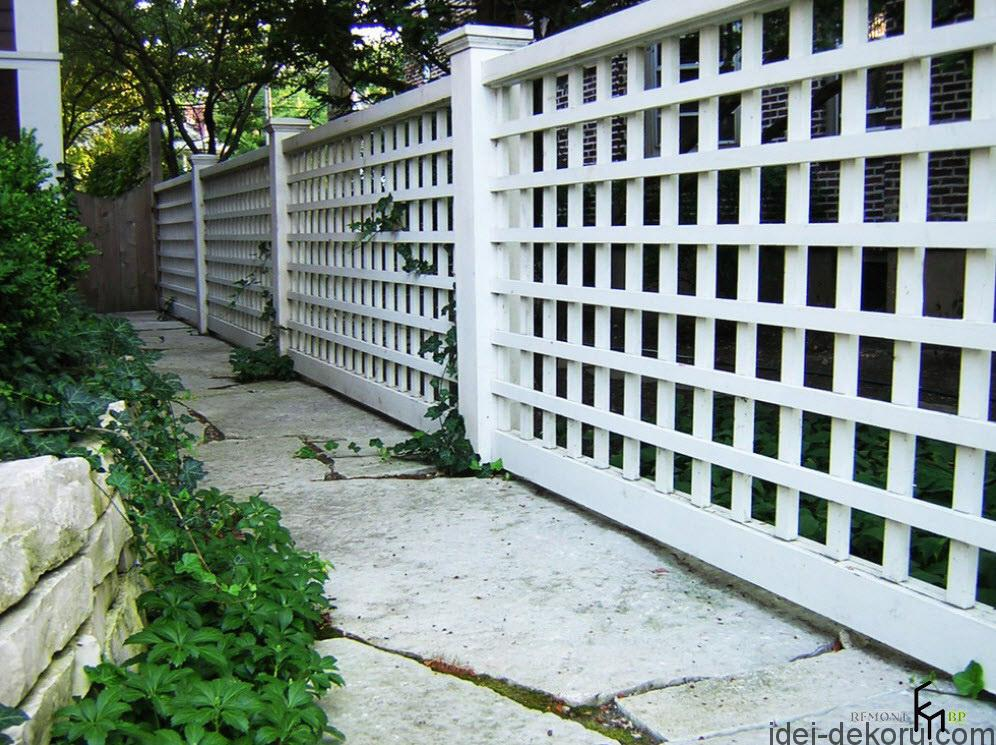 an-impressive-white-wooden-fencing-with-box-style-and-white-tepping-stone-with-crazy-paving-patterned