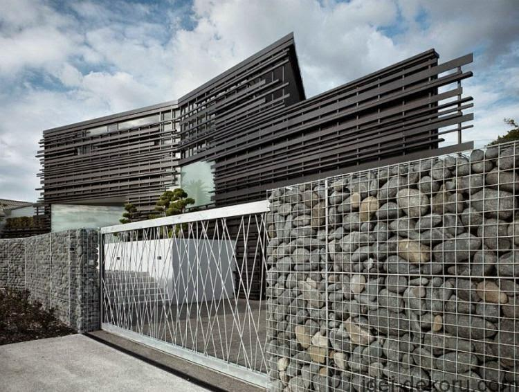 decorative-garden-fence-panels-Garden-fence-with-natural-stone-and-metal