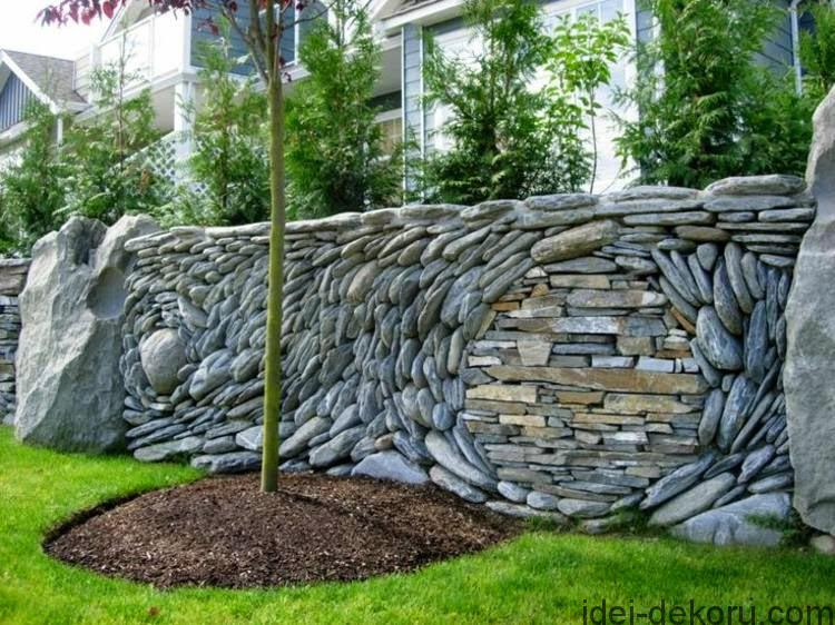 garden-fence-designs-Garden-fence-with-natural-stone-in-aesthetic-form