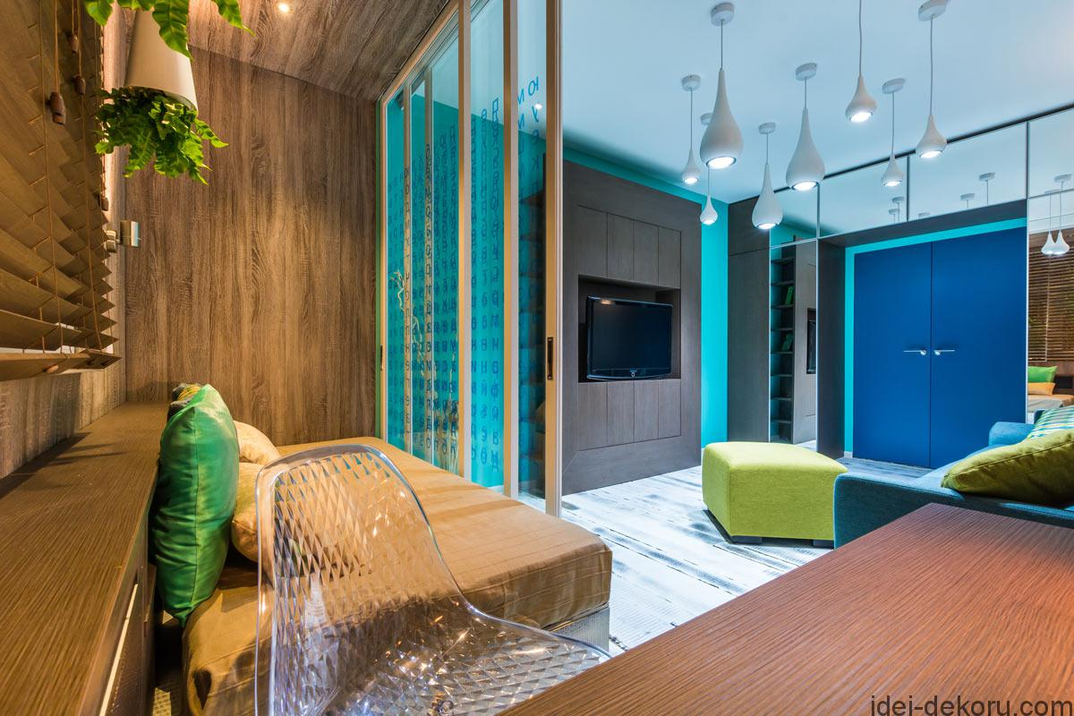 Дизайн интерьер гостиной с яркими акцентами