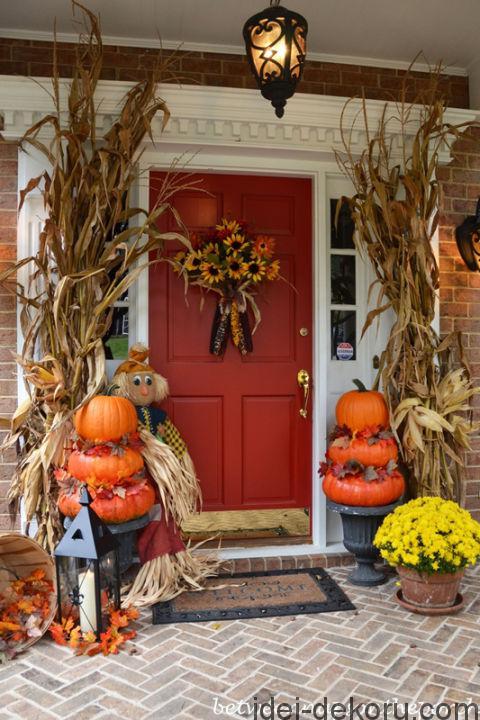 18-autumn-porch-with-pumpkin-topiaries-01