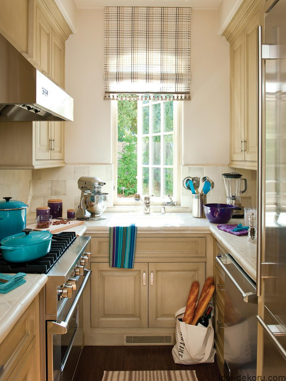 ci-allure-of-french-and-italian-decor_u-shaped-kitchen-pg50_3x4-jpg-rend-hgtvcom-966-1288