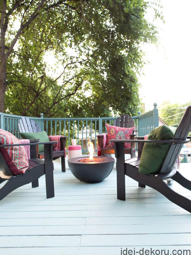 original_bpf_fall-house_ultimate-outdoor-fall-entertaining-space_foliage-jpg-rend-hgtvcom-616-822