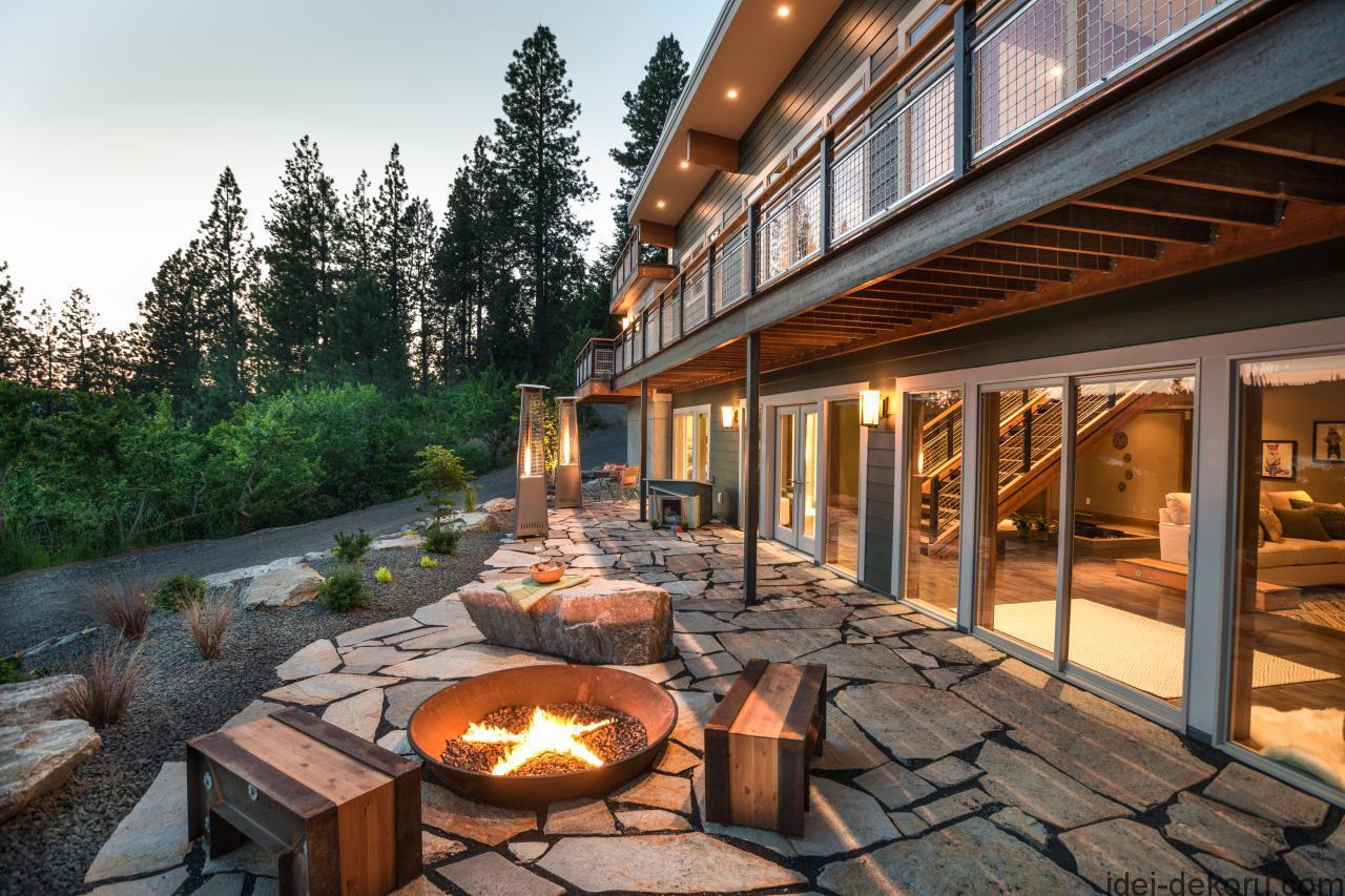 bc2015_back-yard-patio_04_warmly-lit-stone-patio_h-jpg-rend-hgtvcom-1280-853