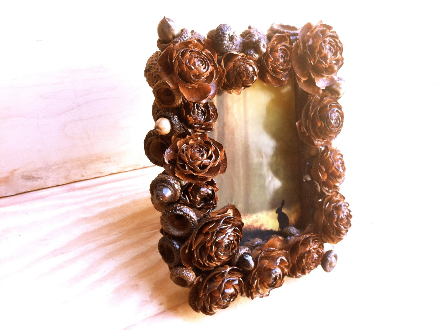decorating-ideas-gorgeous-picture-of-accessories-for-wedding-table-design-and-decoration-using-unique-photo-frame-pine-cone-wedding-centerpiece-astonishing-accessories-for-wedding-table-decoration-wit