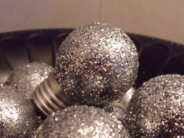 19-christmas-ornaments-light-bulbs