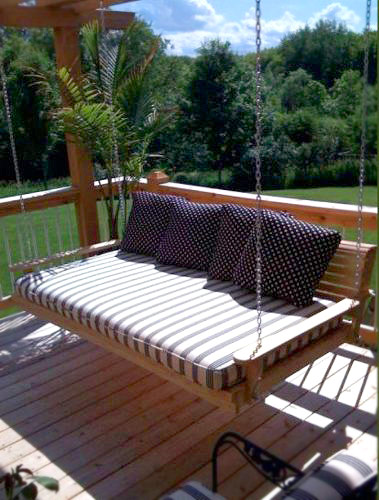 Hanging-Porch-Bed