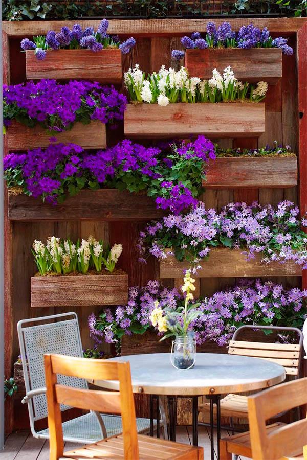 01-frame-a-patio-space-with-a-beautiful-hanging-garden-garden-homebnc