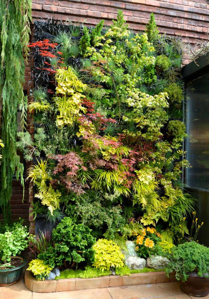 04-create-a-living-wall-of-leaves-garden-homebnc