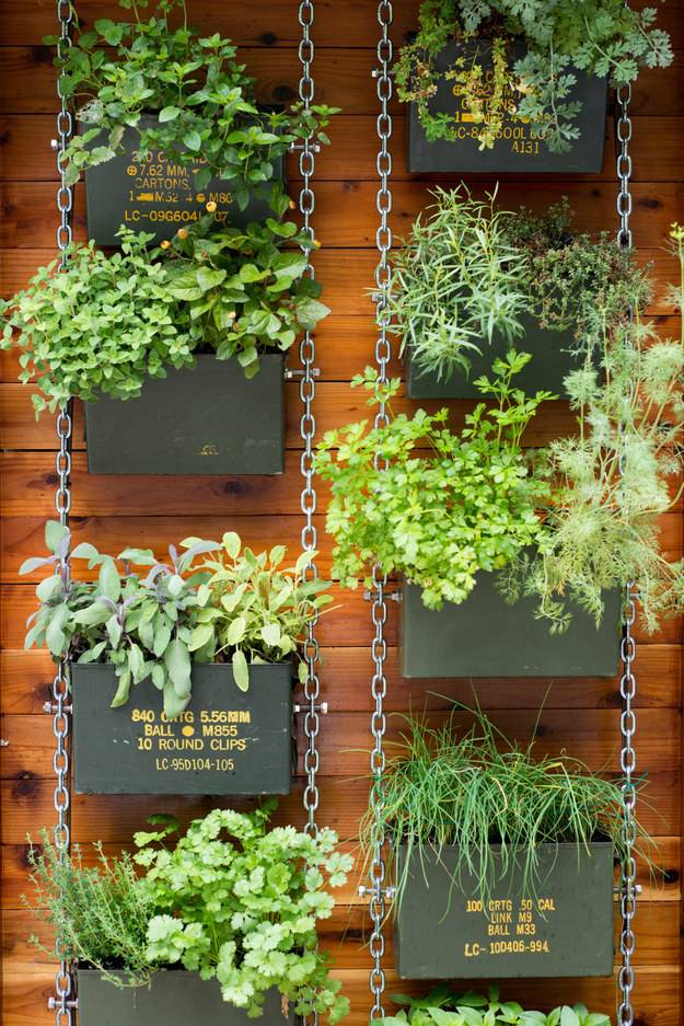 35-make-gardens-not-war-vertical-garden-decor-homebnc