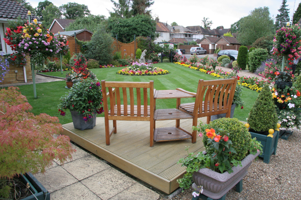 small-landscape-garden-ideas-for-a-outstanding-Garden-design-with-outstanding-layout-12