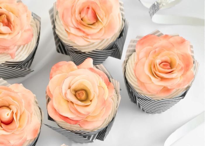 A-Dozen-Rose-Cupcakes