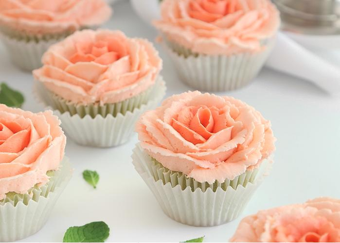 Mint-Julep-Cupcakes-with-Buttercream-Roses
