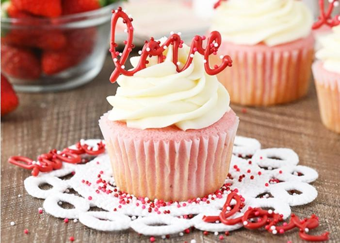 Strawberry-Cupcakes-with-Cream-Cheese-Frosting