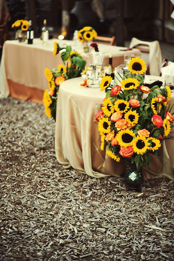 sunflowers-and-roses-wedding-aisle