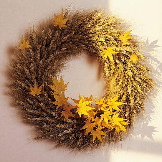 Herbstblätter-Weizen-Türkranz-Tür-Deko-Idee