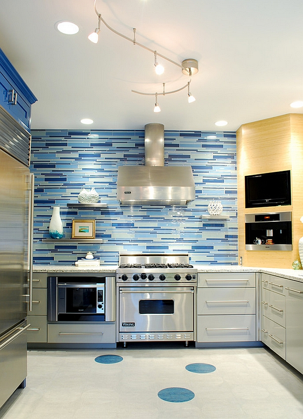 Combine-several-different-shades-of-blue-for-the-backsplash