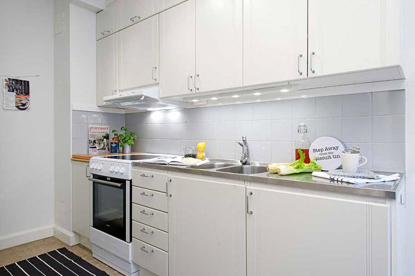 White-kitchen-with-stainless-steel-countertops