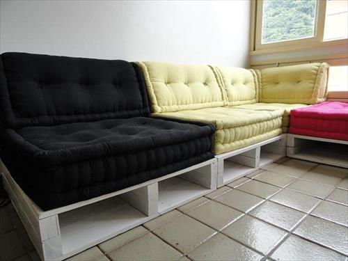 beautiful-diy-sofas-made-from-wood-pallet