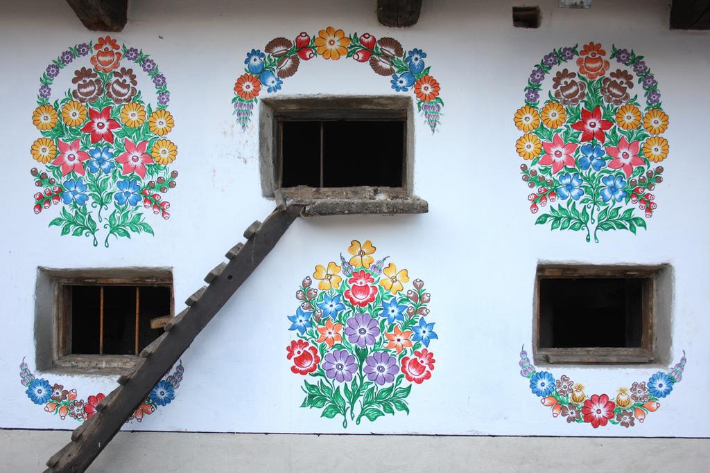 zalipie-poland-painted-village-flowers-31