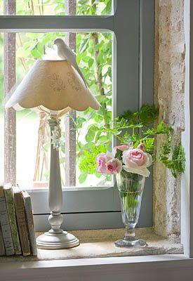 LES JARDINS DE ROQUELIN, LOIRE VALLEY, FRANCE: GLASS VASE OF CUT GARDEN ROSES - 'PIERRE DE RONSARD' IN THE HOUSE