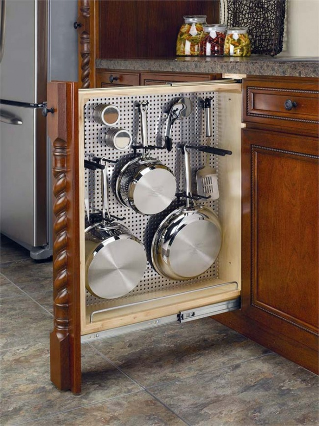 1407110-R3L8T8D-650-kitchen-storage-22