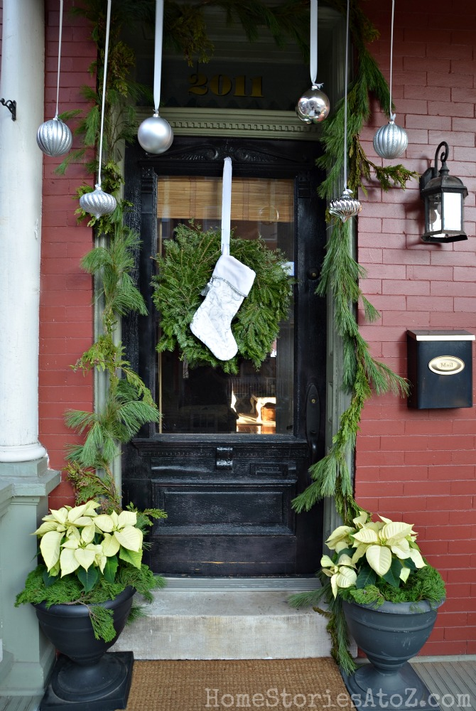 Christmas-Porch-Decorating_34