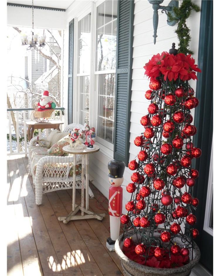 Christmas-Porch-Decorating_36