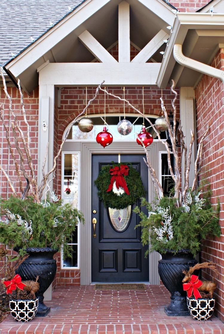 Christmas-Porch-Decorating_37