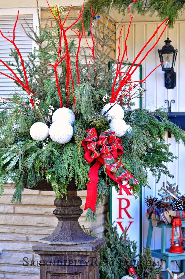 Christmas-Porch-Decorating_44