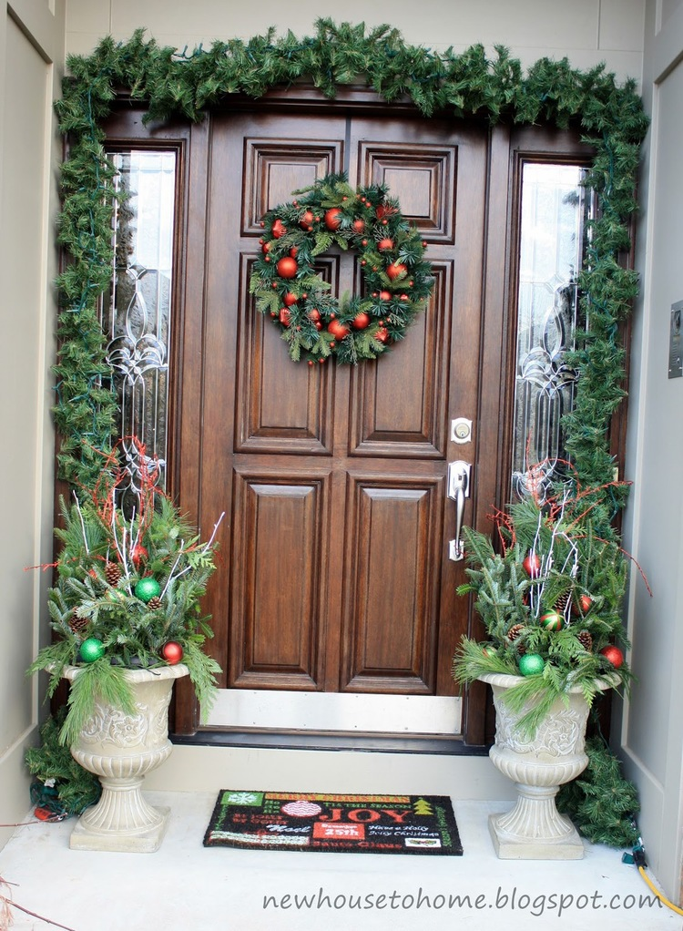 Christmas-Porch-Decorating_56